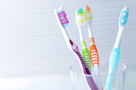 Picking a Toothbrush and Toothpaste: What Are the Alternatives?