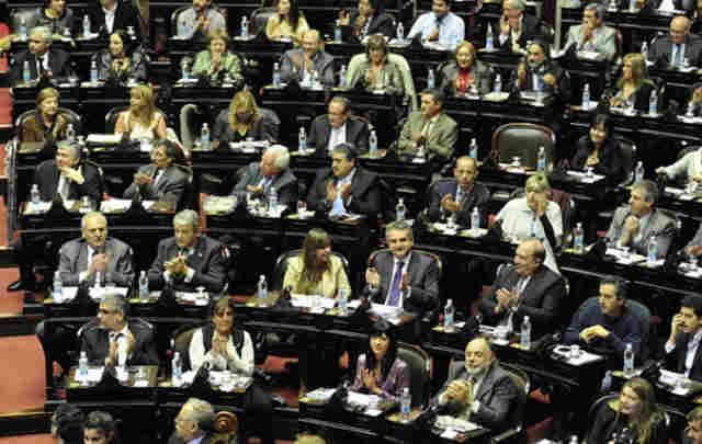 Amia |  El oficialismo logró quórum y arrancó la sesión en Diputados