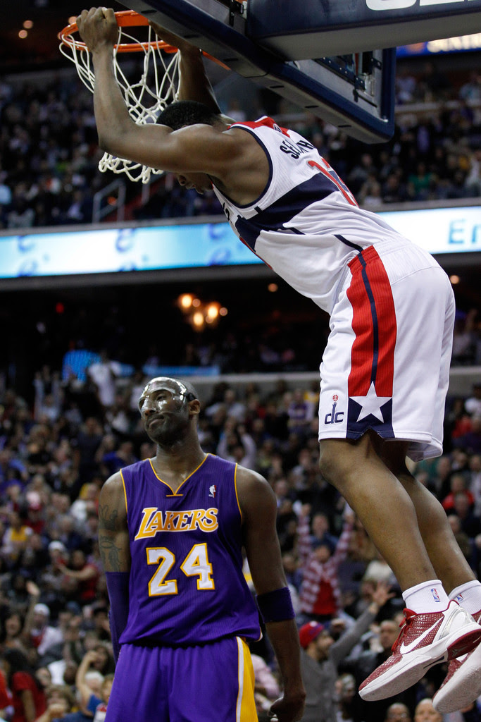 Kevin Seraphin Photos Photos - Los Angeles Lakers v ...