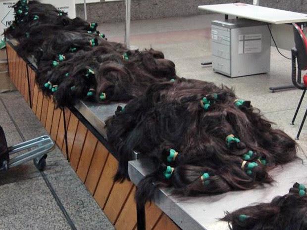 Carga de tufos de cabelo retida no Aerporto Internacional de Cumbica, em Guarulhos, pela Receita Federal (Foto: Divulgação/Receita Federal)