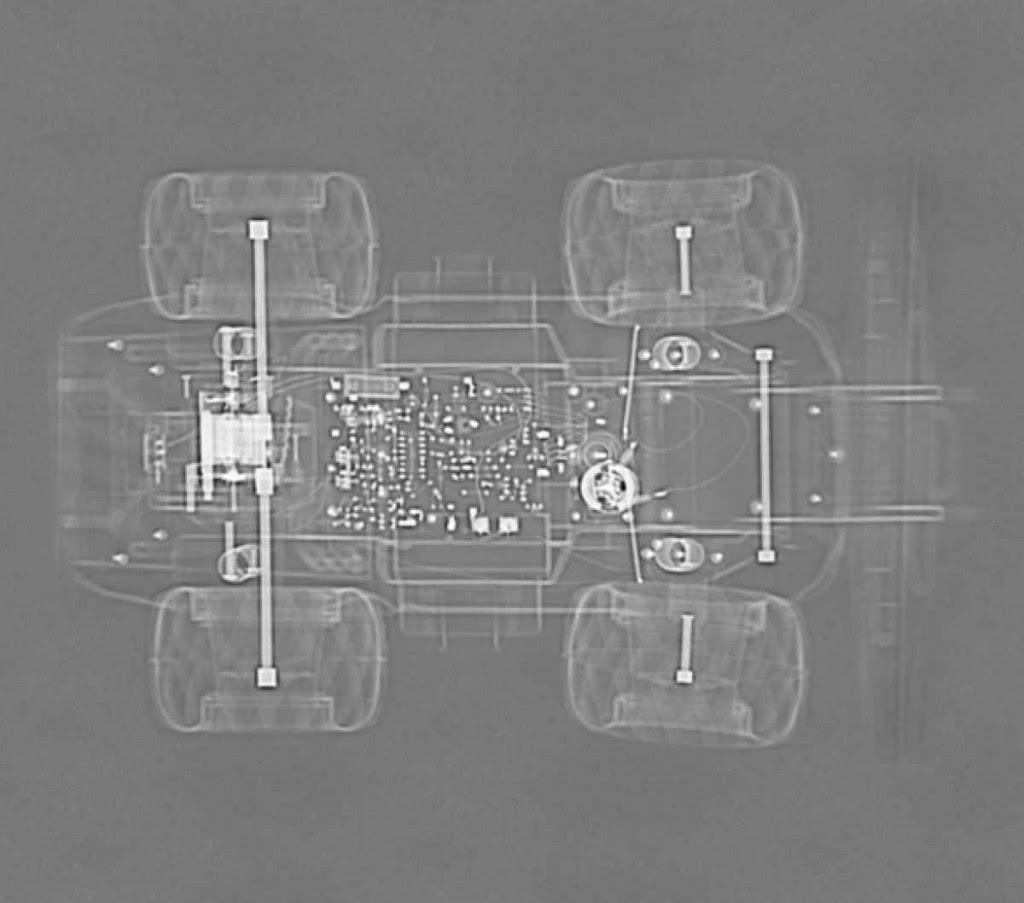 Carrinho de corrida eletrônico. Tomografia computadorizada