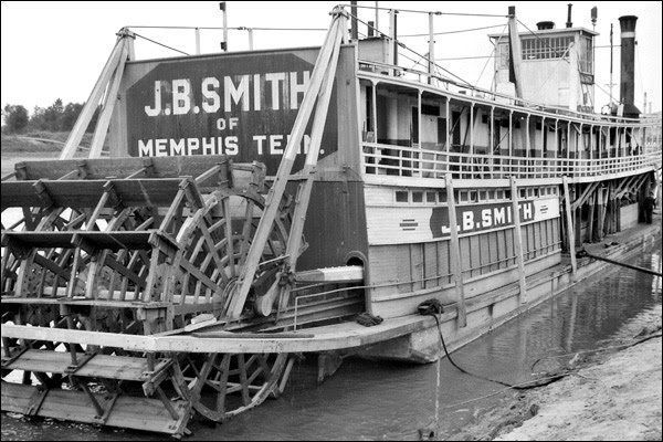 1935-tennessee-memphis-riverboat-2.jpg