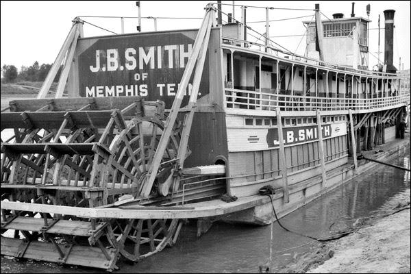 1935-tennessee-memphis-riverboat-2.jpg