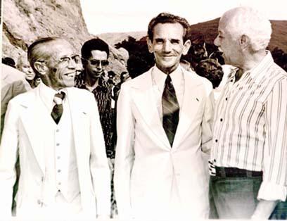Sebastião Cruz (esquerda), Zizinho (centro) e o cantor Sílvio Caldas, na festa de inauguraçao do ASFALTO