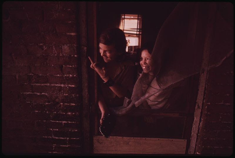 File:BILLY AND SANDY WATKINS CALL TO A FRIEND ON THE STREET FROM THE DOORWAY OF THEIR MULKY SQUARE HOUSE - NARA - 553536.jpg