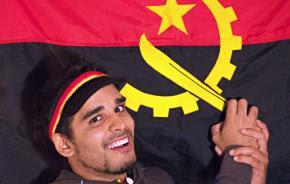 """""""Tragam só panelas, tragam só mambos que não tenham agressão"""", escreveu Luaty antes da primeira manifestação pró-democracia em Angola Clementina. Foto Fazuma"""