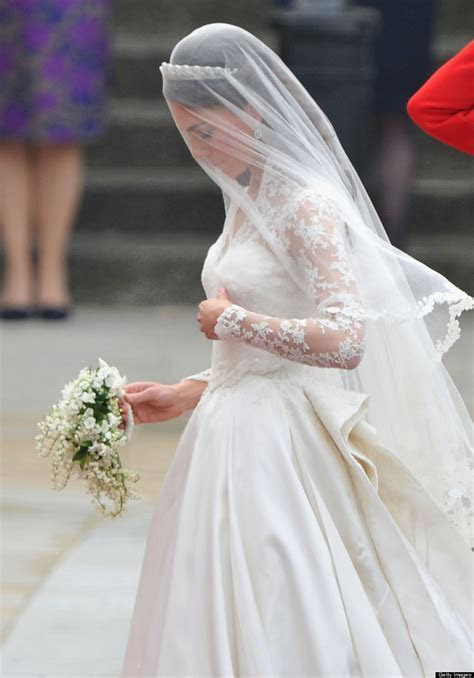 Kate Middleton's Wedding Dress Still Holds Up (PHOTOS)