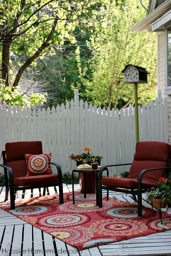 Beautiful Brand New Low Cost Deck for Summer ? Easy- Build one out of Pallets !
