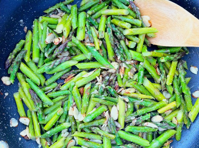 Sauteed Asparagus with Sliced Almonds