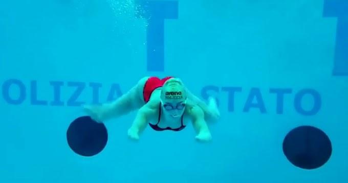 """Bebe Vio si allena in piscina: """"Mi sentivo come la Sirenetta...ma a lei poi sono cresciute le gambe"""" - Il Fatto Quotidiano"""