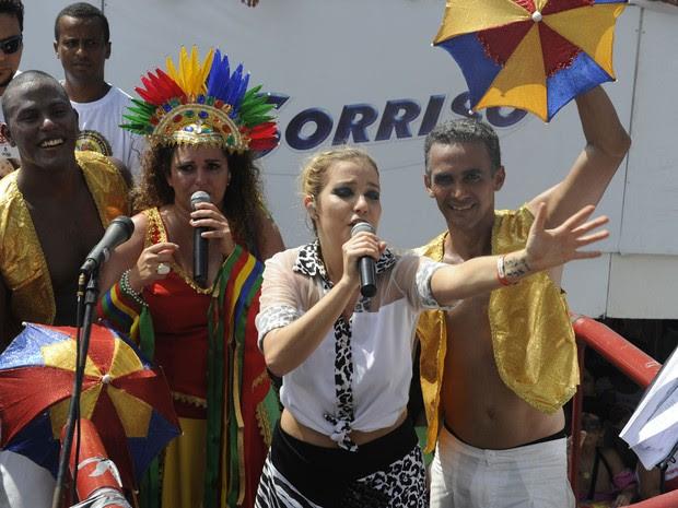 Luiza Possi canta no trio puxado por Gerlane Lops (Foto: Diego Moraes / G1)