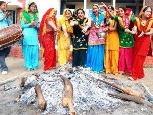 जानने लोहड़ी त्योहार के बारे में - World Famous Lohri Festival