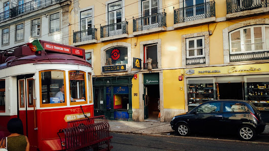 The best place to get your analogue camera repaired in Portugal (and possibly the world)