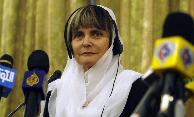 Das Bild ging um die Welt: Aussenministerin Micheline Calmy-Rey trägt bei einer Pressekonferenz im März 2008 ein Kopftuch.