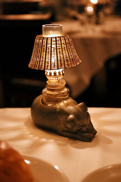 I love this little pig lamp