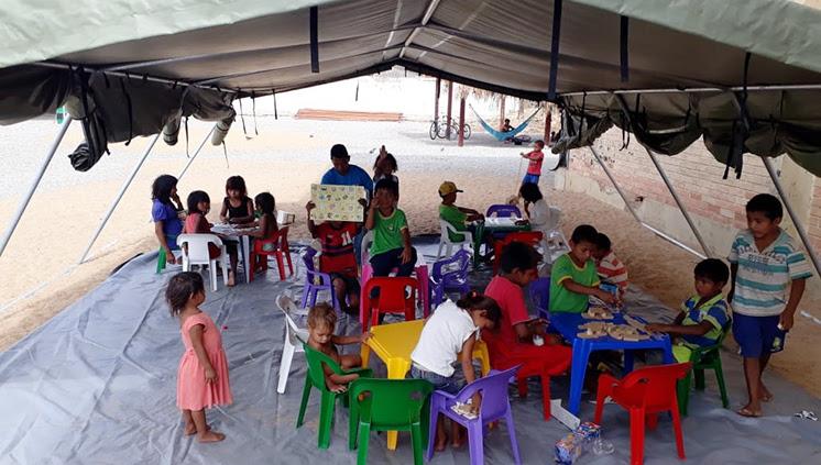 Existe mais de 6 mil crianças em idade escolar nas redes escolares de Roraima. A intenção é que elas cumpram a escolaridade conforme as normas brasileiras (Foto: Divulgação/Secretaria de Educação de Roraima)
