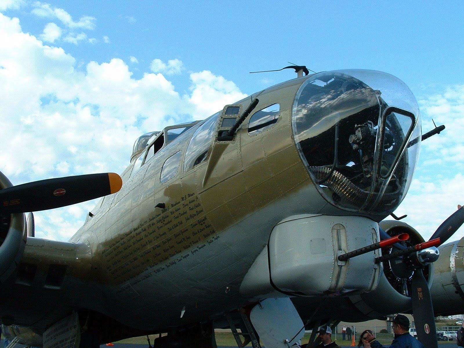 B17 Bomber Wallpaper 1600x1200 34184