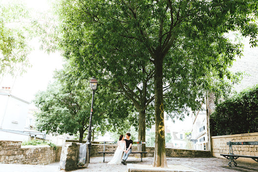 Lovebirds in Montmartre | Paris engagement Photographer