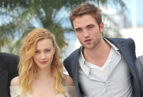 Robert Pattinson And Sarah Gadon Getting Closer On Set, Should Kristen Stewart Be Worried? | Celeb Dirty Laundry