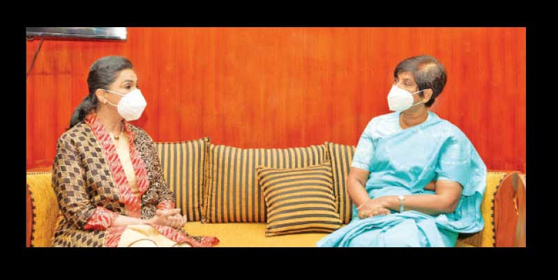 The new Representative of the World Health Organization in Sri Lanka Dr. Alaka Singh called on State Minister of Primary Health Care, Epidemics and COVID Disease Control Dr. Sudarshini Fernandopulle at the Health Ministry yesterday (12).