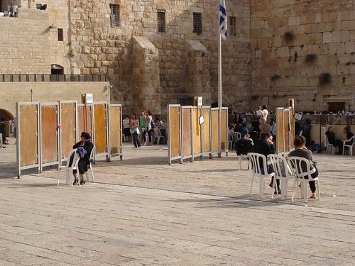 Divider outside prayer area
