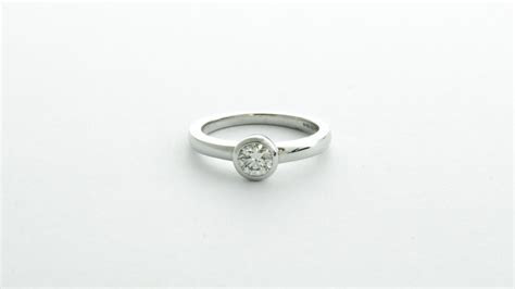 18ct white gold fitted wedding band in Ipswich, Suffolk