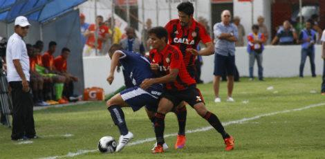 Sport pressionou o Salgueiro no segundo tempo, mas não conseguiu chegar ao empate / JC Imagem
