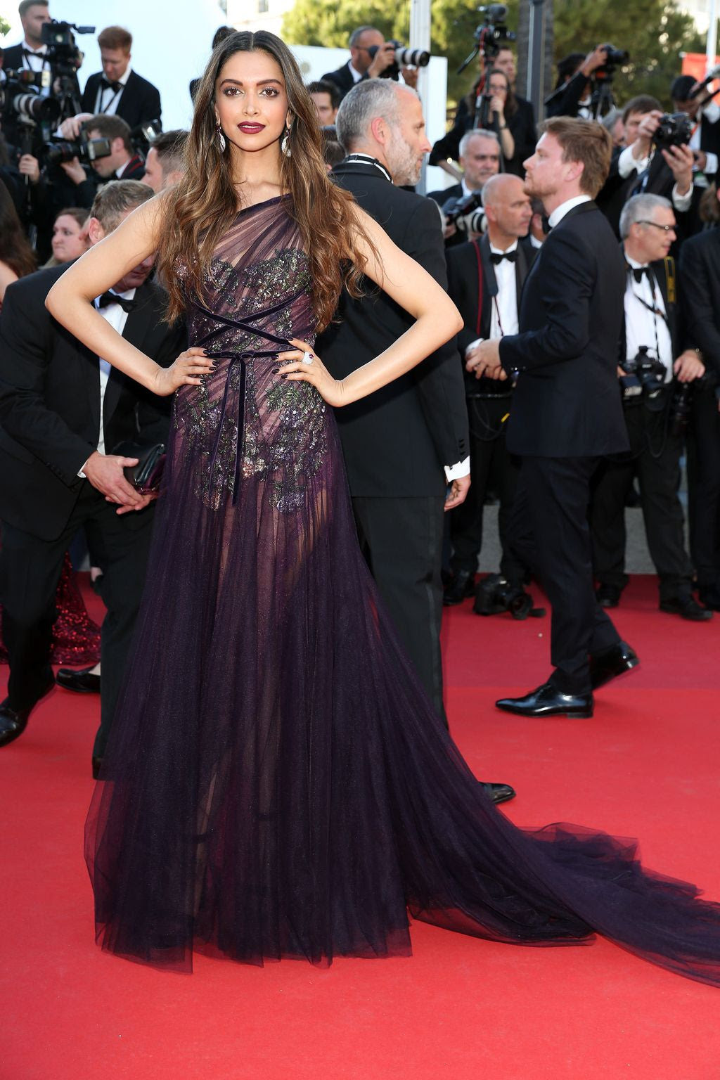 You saw red carpet dresses online shopping india scam