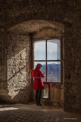 La chica de la ventana by Alfredo Romero Fotografias 