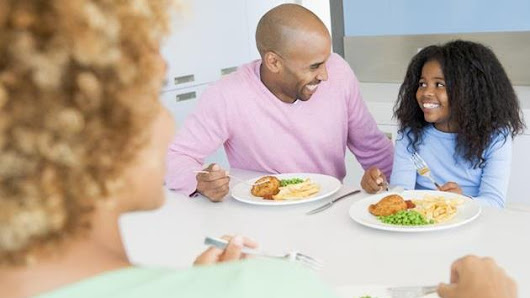 The Pros and Cons Of Family Dinner After Divorce