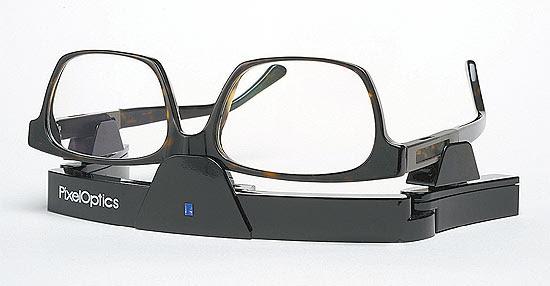 Óculos com lentes de cristal líquido e recarregador de bateria, lançados agora nos EUA para hipermetropia e presbiopia