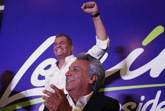 Lenín Moreno y Rafael Correa celebran la victoria de Alianza País en las elecciones de Ecuador. Foto: Reuters.