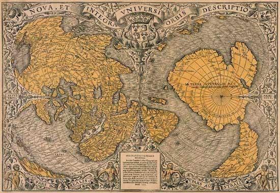 El mapa del mundo de Oronteus Finaeus de 1531, un mapa mostrado por el profesor Charles Hapgood habiendo sido copiado de mapas muy antiguos (similar al mapa de Piri Reis) ahora perdidos para nosotros. La Antartida (etiquetada como Terra Australis) aparece
