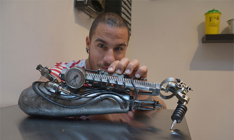 tatuador-braco-mecanico
