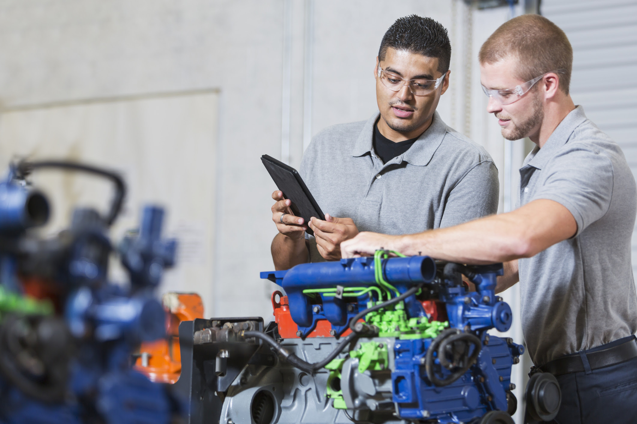 How Much Does an Auto Mechanic Make? -   Career Training ...
