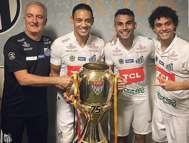 Santos comemora título no vestiário
