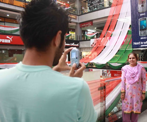 Family Portrait – A Karachi Family in a Gurgaon mall