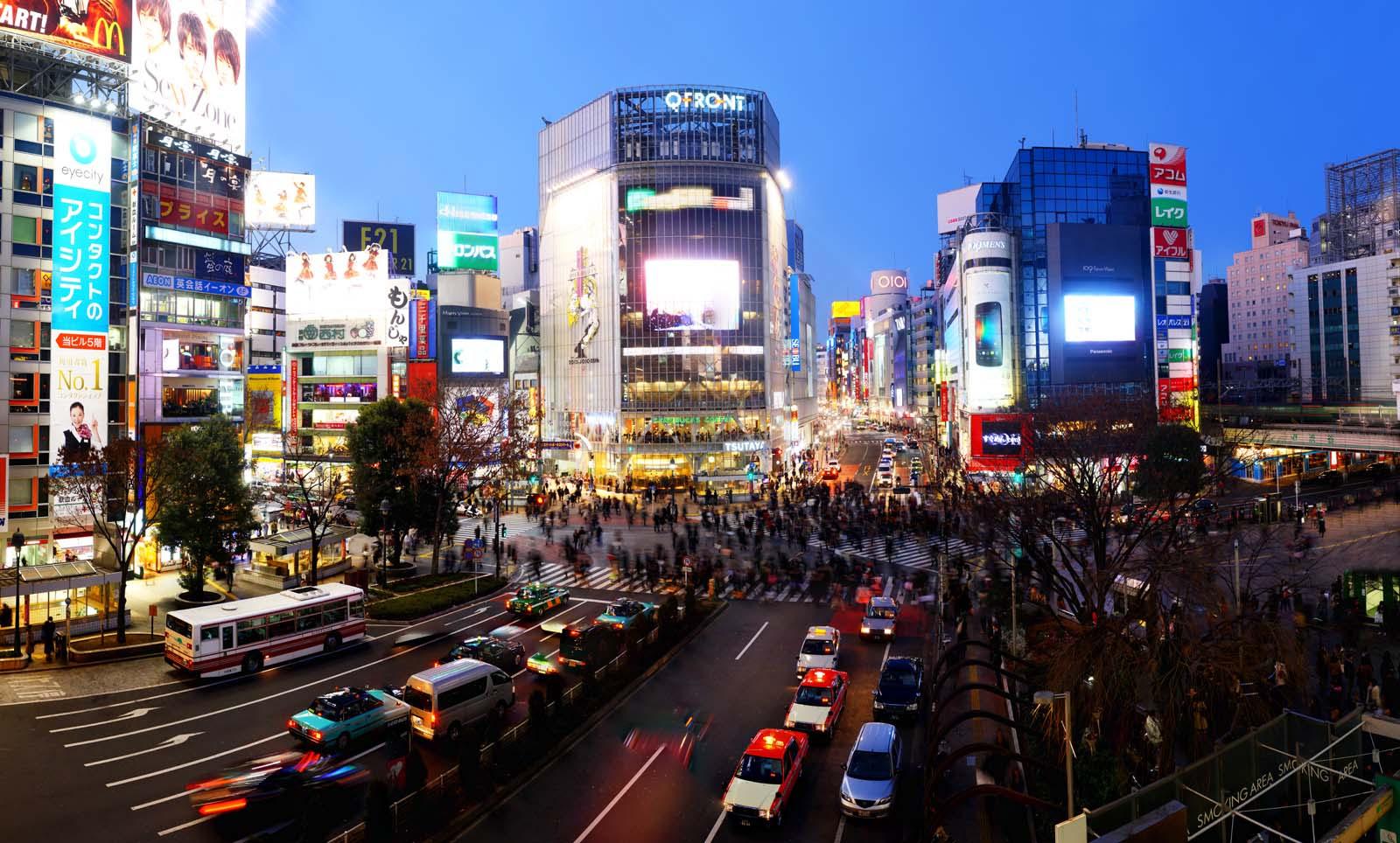 写真,素材,無料,フリー,フォト,クリエイティブ・コモンズ,風景,壁紙,渋谷スクランブル交差点, 人ごみ, 歩行者, バス, 看板