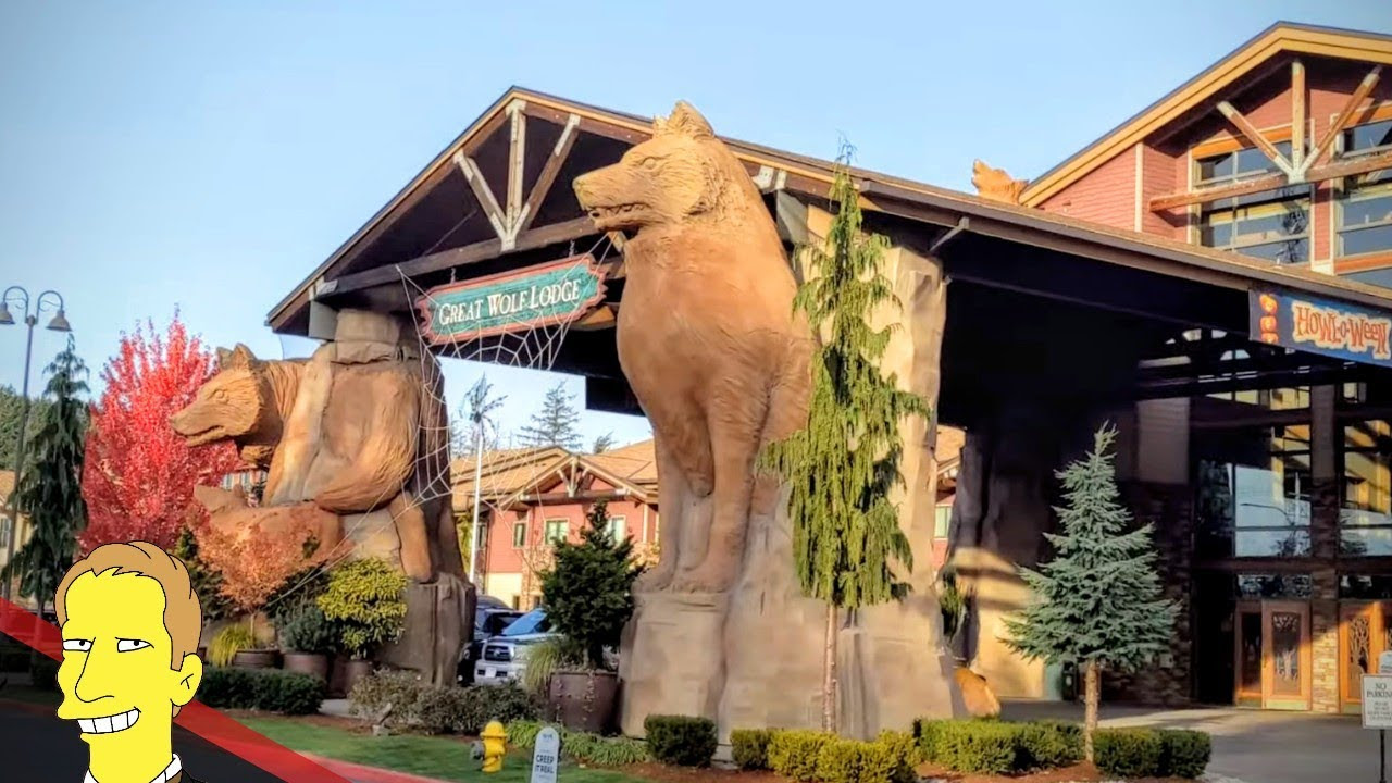 front of Great Wolf Lodge hotel with giant Wolf statues in Grand Mound Washington
