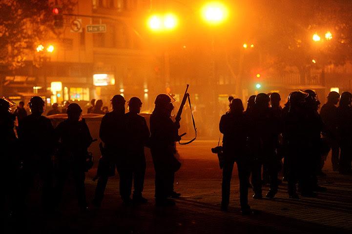 occupy oakland clashes: Police prepare to enter Occupy Oakland's encampment