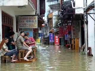 ruelle en crue a Yangshuo 2008