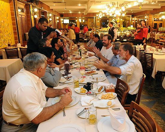 Dirigentes se reúnem em restaurante no Rio