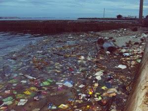 pagi setelah hujan semalam.. ternyata lautnya kotor