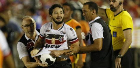 """""""Quando a gente tomou o gol, pedi a Deus uma oportunidade na partida. A felicidade é enorme"""