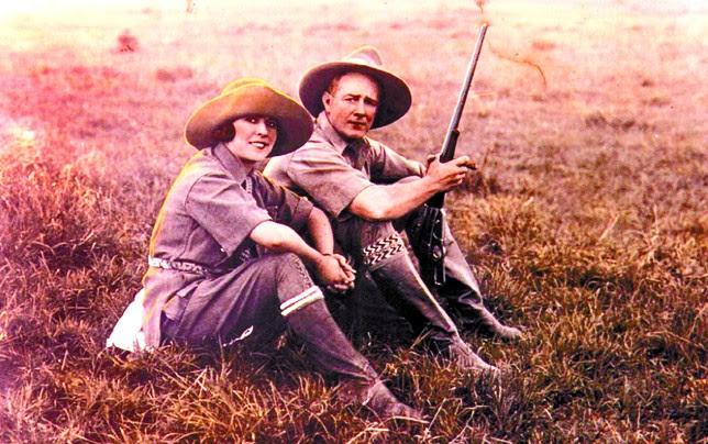 Yvette Borup y su marido, Roy Chapman Andrews, durante una de sus expediciones.