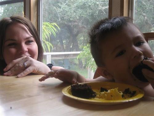 Cute kids eating cupcakes