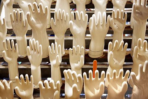 Anyone need a hand? por josephchan749