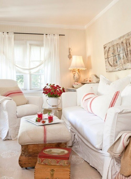 Vintage Cottage: Charming Home Series - Town & Country Living
