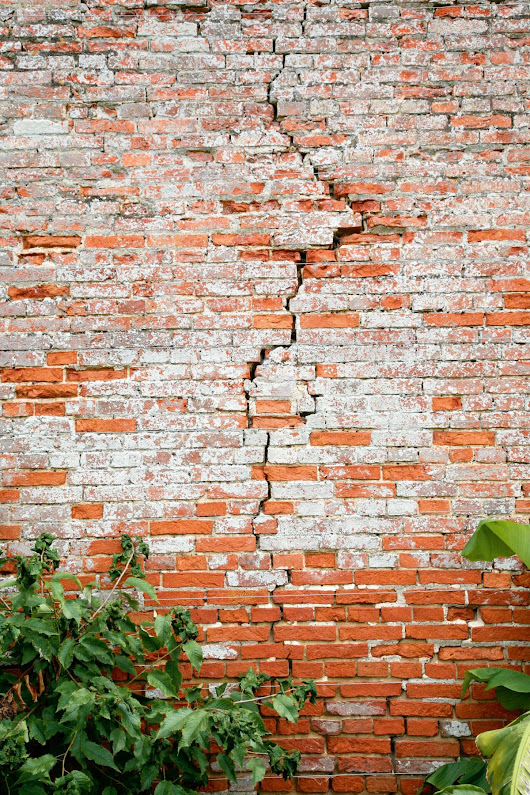 How to deal with cracks and structural problems in old houses