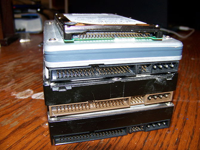 English: Several PATA hard disk drives.
